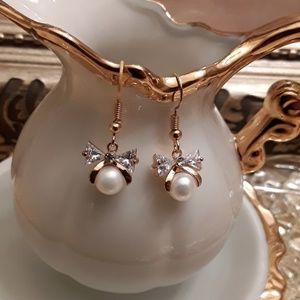 Jewelry - NEW Mother of Pearl Bow Earrings